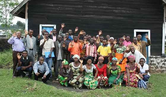 """Bilde fra 2015, Nord-Kivu, Kongo: En gruppe forandringsagenter for fred som har fått opplæring i """"Alternatives to Violence"""" og dannet lokale fredskomiteer for å megle i konflikter."""